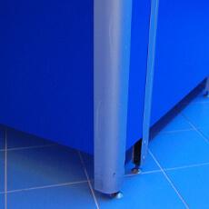 Крепление между собой под 90° фасадной и угловой панелей